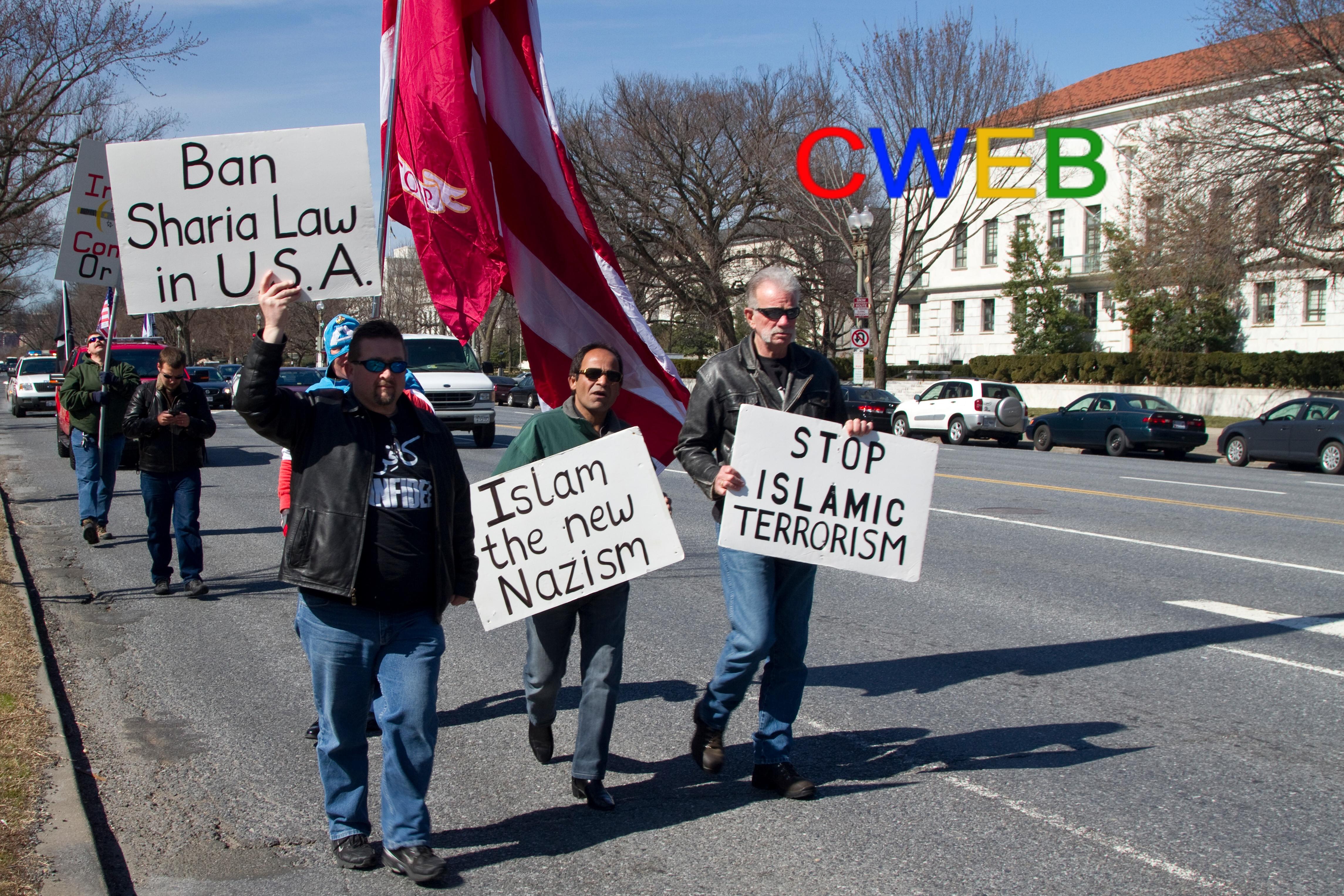 Pastor_Terry_Jones_Marching_in_DC.jpg